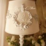 Abat jour blanc monogramme guirlande rose patine blanc vieilli gf