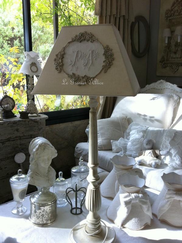 Les abat jour romantiques et shabby chic romantic and shabby lampshades le grenier d 39 alice - Decoratie de charme chic ...