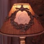 Abat jour forme chapeau chinois avec moulure guirlande fleurs decoration de charme shabby le grenier d'alice gf