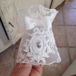 Abat jour voile de mariée dentelle organdi blanc ornement résine patine lin shabby chic decoration nordique decoration romantique decoration de charme boutique le grenier dalice 1