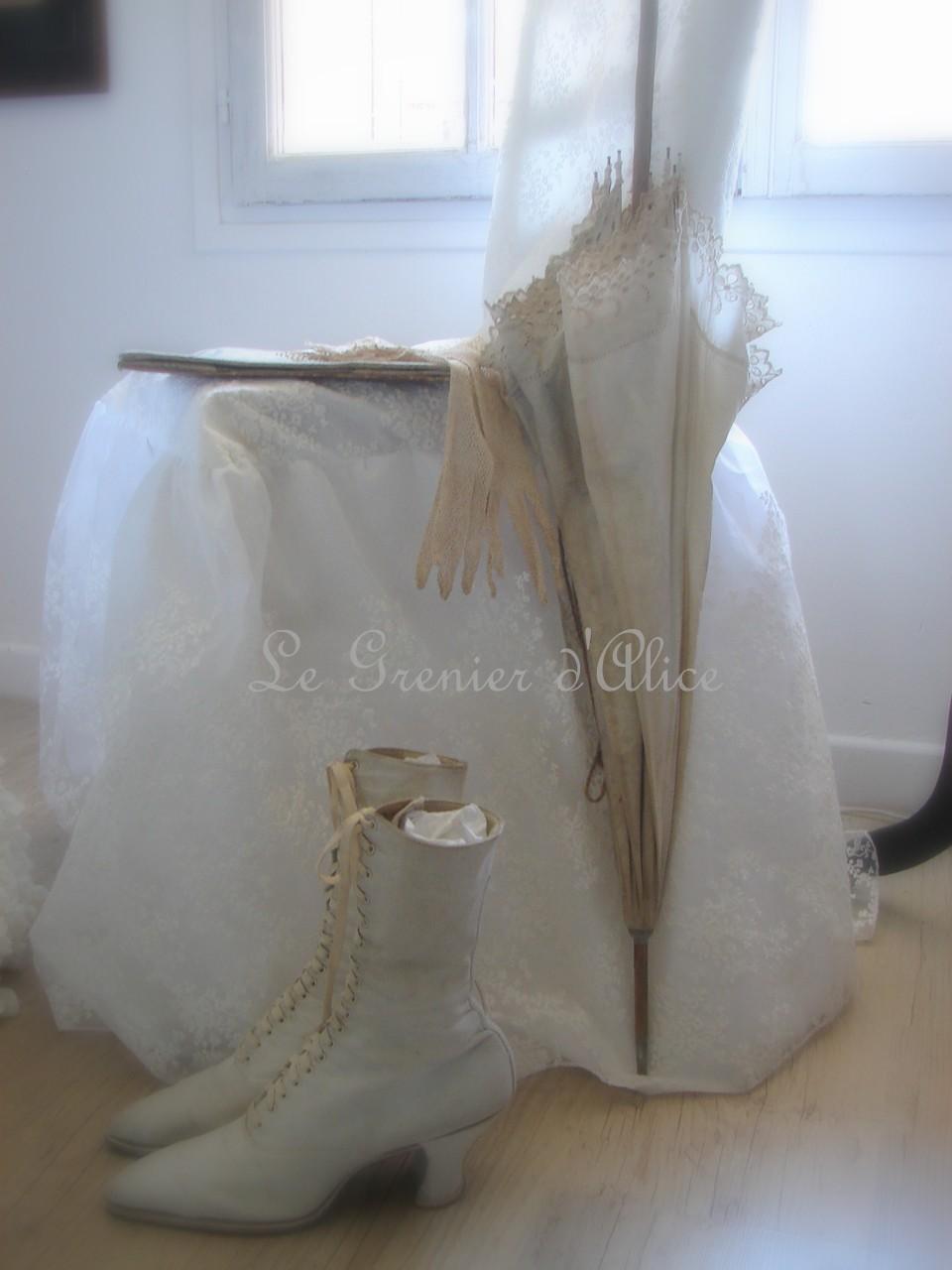 Chaise dentelle voile de mari e housse de chaise noeud et for Decoration de charme chic