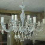 Lustre douze branches lustre shabby chic lustre romantique patiné gris gustavien pampilles cristal boutique le grenier dalice