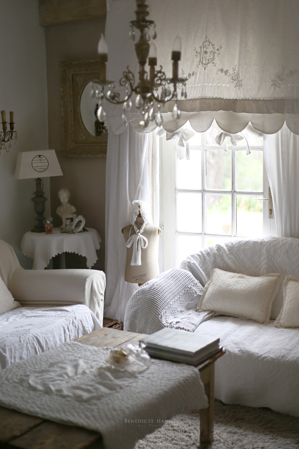 salon de charme salon romantique salon shabby chic le. Black Bedroom Furniture Sets. Home Design Ideas