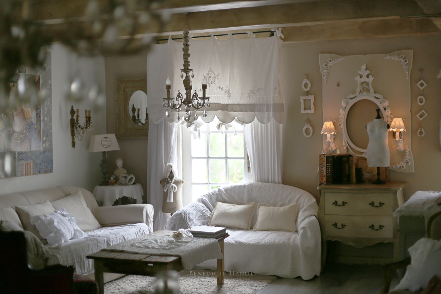 Salon romantique salon shabby chic ambiance cosy le for Decoration romantique