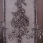 Applique patinée création originale avec ornement attribut de musique deux bougeoirs pampilles décoration de charme boutique Le Grenier d'Alice 7 gf
