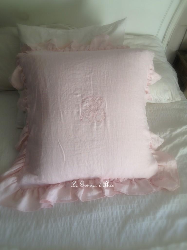 Housse taie d'oreiller rose poudré volant shabby chic romantique decoration de charme