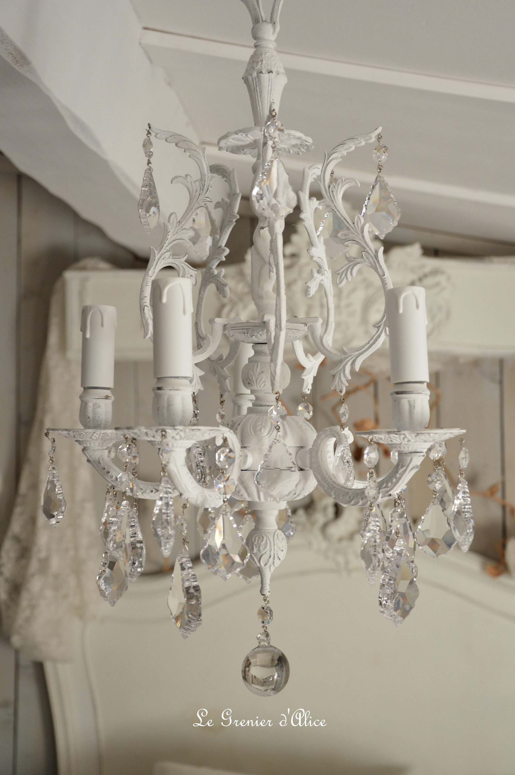 Great lustre cinq branche patine blanche lustre shabby for Lustre chambre a coucher