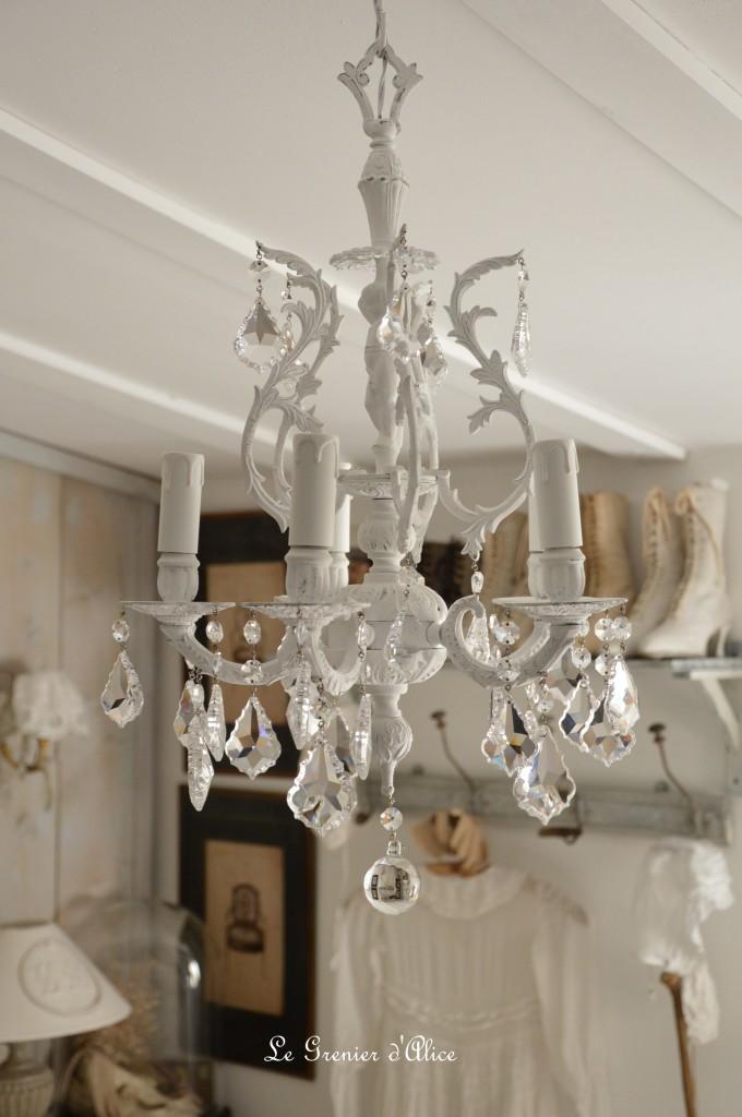 Lustre cinq branche patine blanche lustre shabby chic et romantique pampille cristal ange cherubin 2