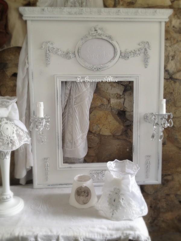 Trumeau shabby chic patine blanc poudré miroir romantique miroir applique ancienne pampille cristal le grenier dalice