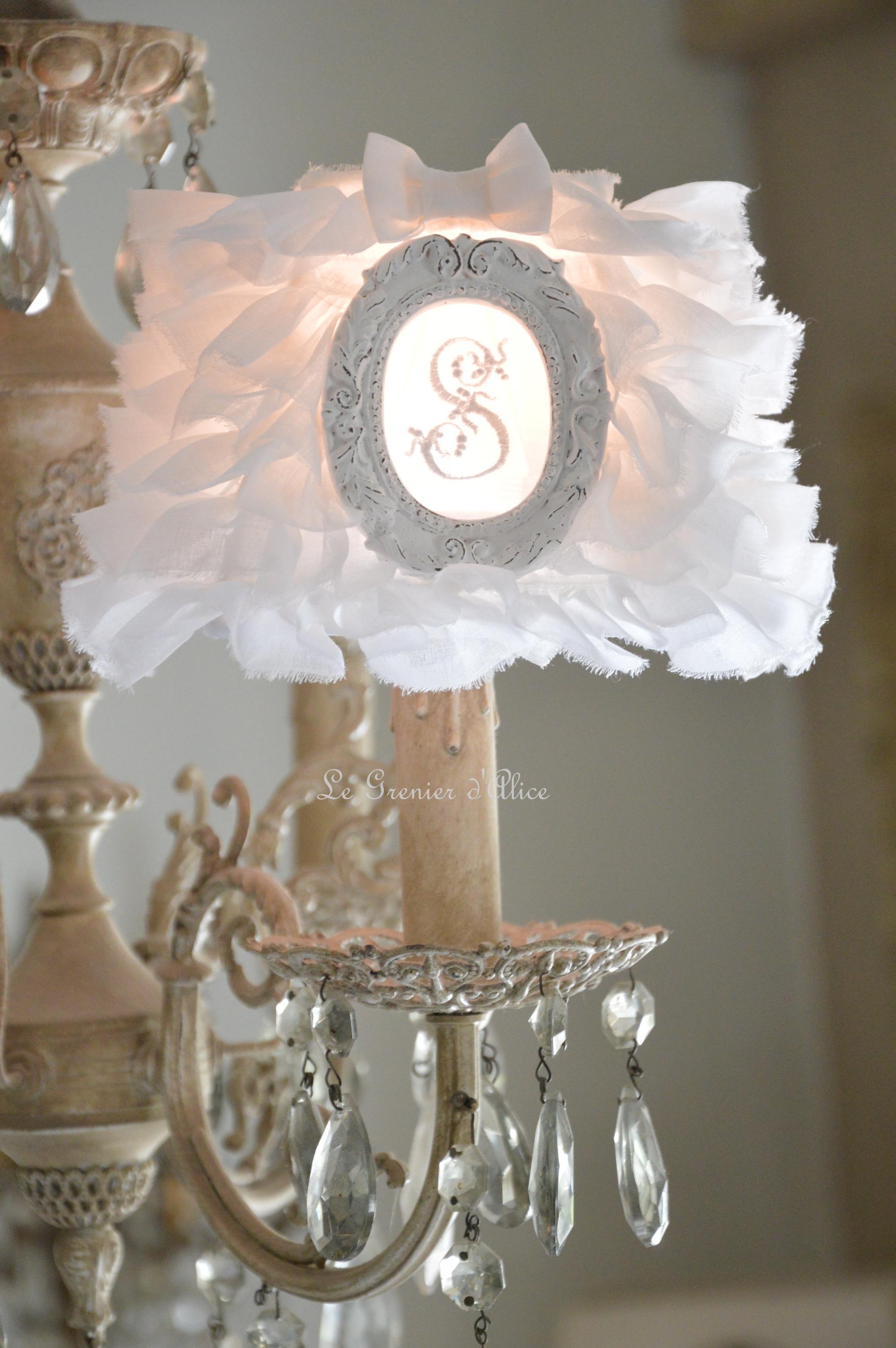 nouveaut abat jour organdi blanc froufrou romantique et shabby chic le grenier d 39 alice le. Black Bedroom Furniture Sets. Home Design Ideas
