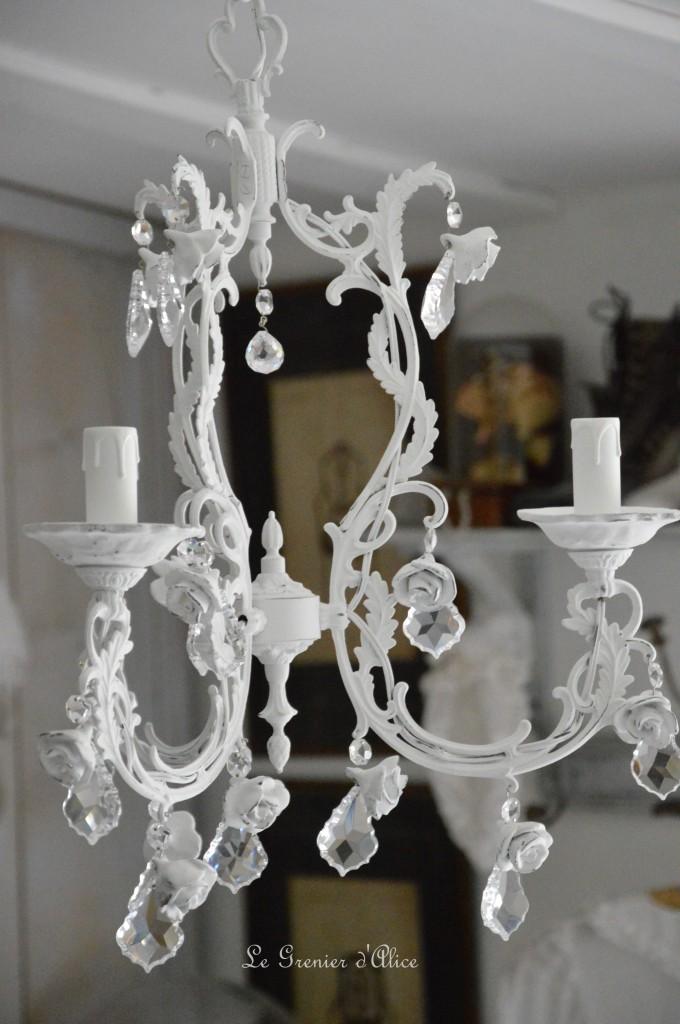 Lustre trois branches patine blanche lustre shabby chic lustre romantique romantic shabby chic chandelier rose céramique