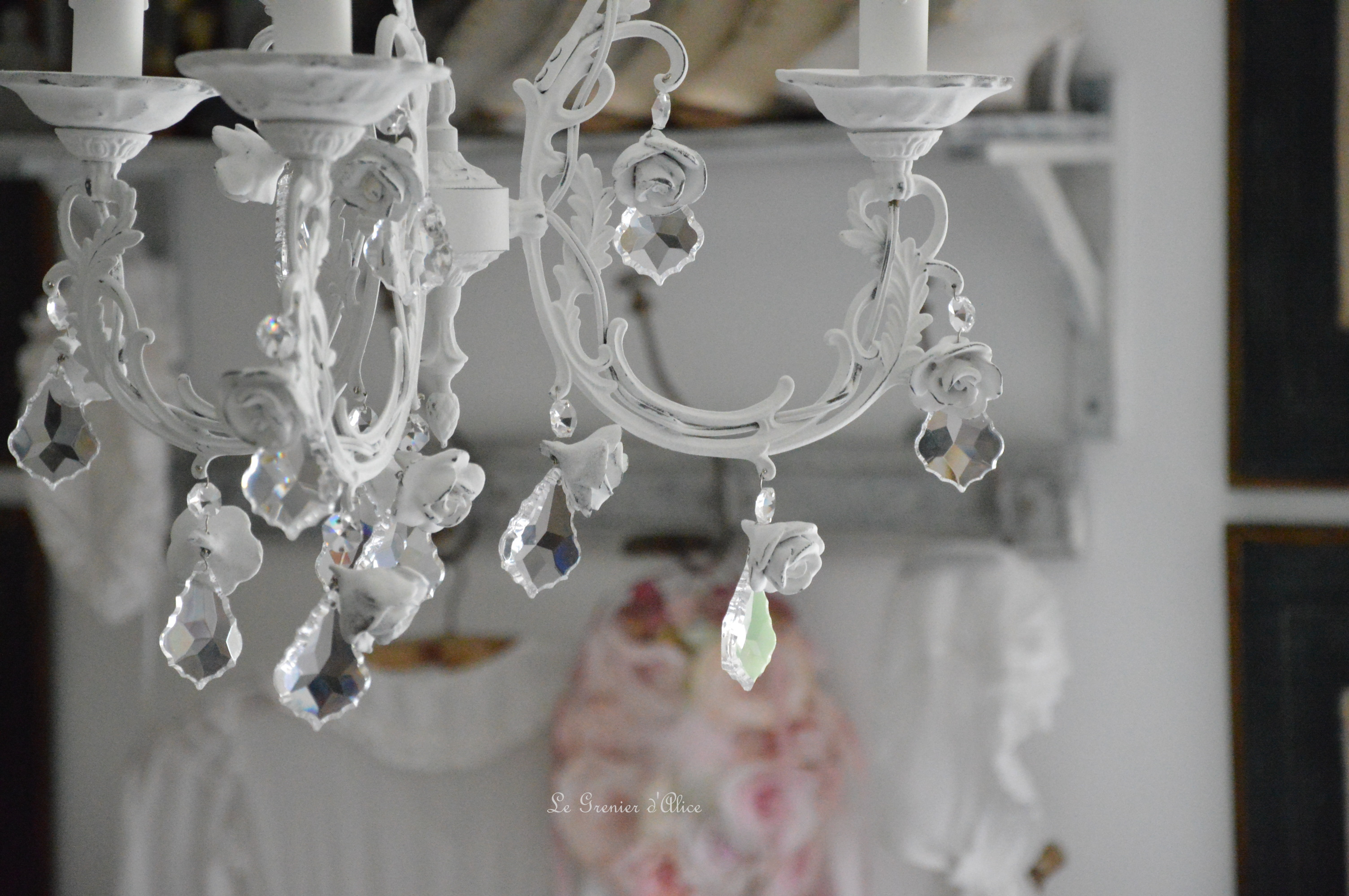 Lustre aux roses shabby chic le grenier d 39 alice for Bougeoir shabby chic