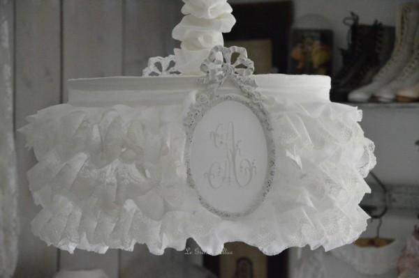 Suspension abat jour shabby chic romantique romantic lamp-shade froufrou ruffle volant dentelle voile mariée lin blanc lin stone washed lavé froissé broderie organdi monogramme 4