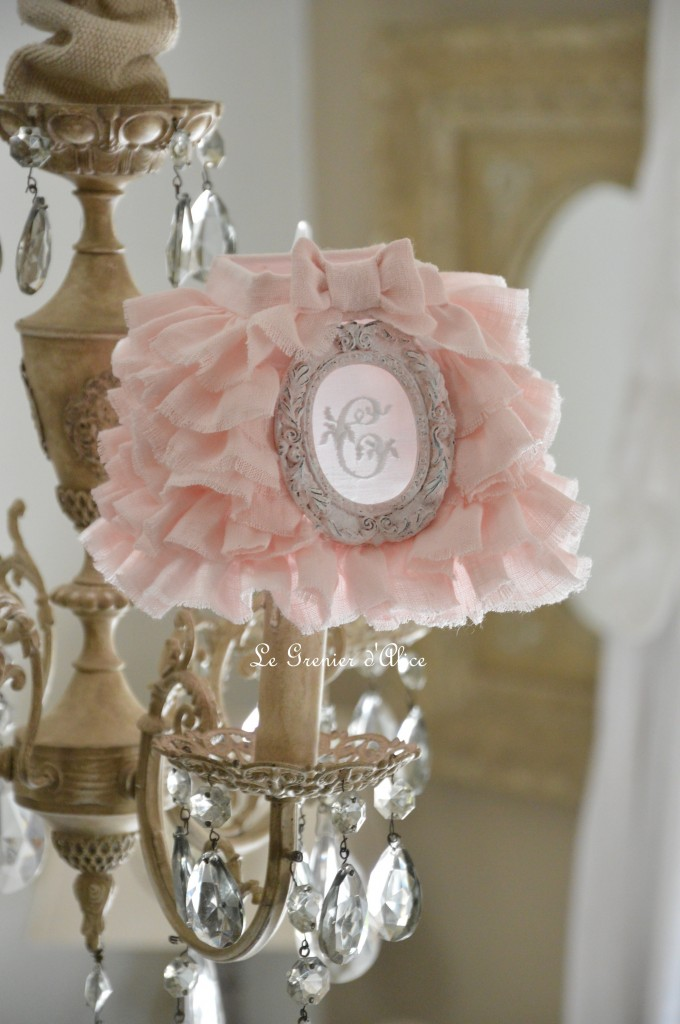 Abat jour shabby chic lampshade abat jour romantique lustre applique pyramide carré lin rose poudré lin stone washed lin lavé froissé monogramme broderie machine ornement patiné rose 1