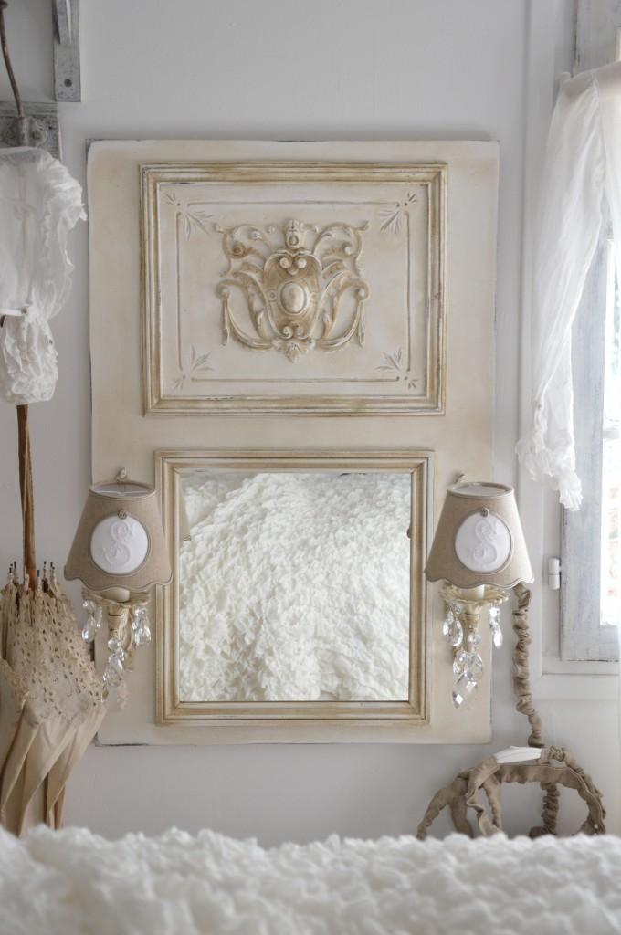 Miroir romantique miroir a applique ancienne pampille cristal abat jour shabby chic cosy ornement moulure patine lin  patine de charme le grenier d'alice