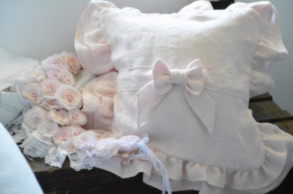 Coussin romantique shabby chic coussin volanté froufrou noeud lin rose poudré lin stone washed lin lavé froissé shabby ruffle pillow