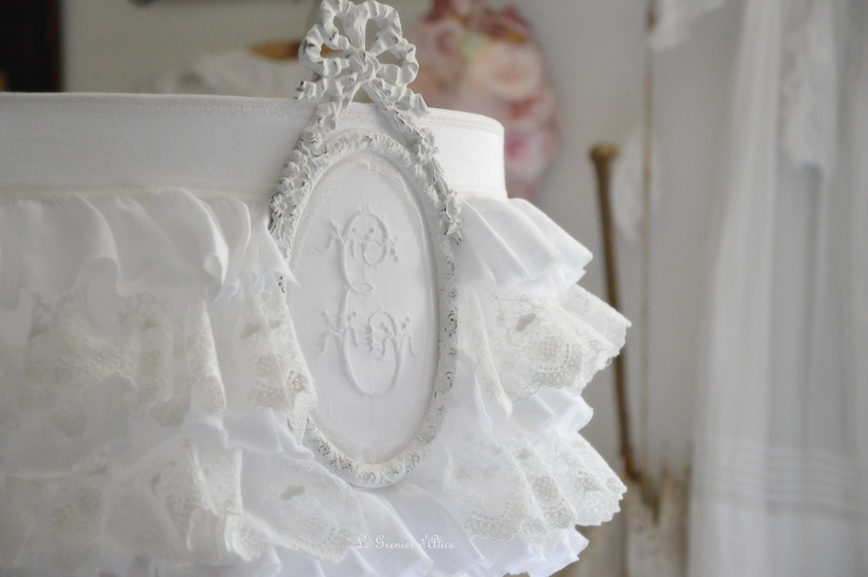 froufrou dentelle blanche et lin blanc le grenier d 39 alice. Black Bedroom Furniture Sets. Home Design Ideas