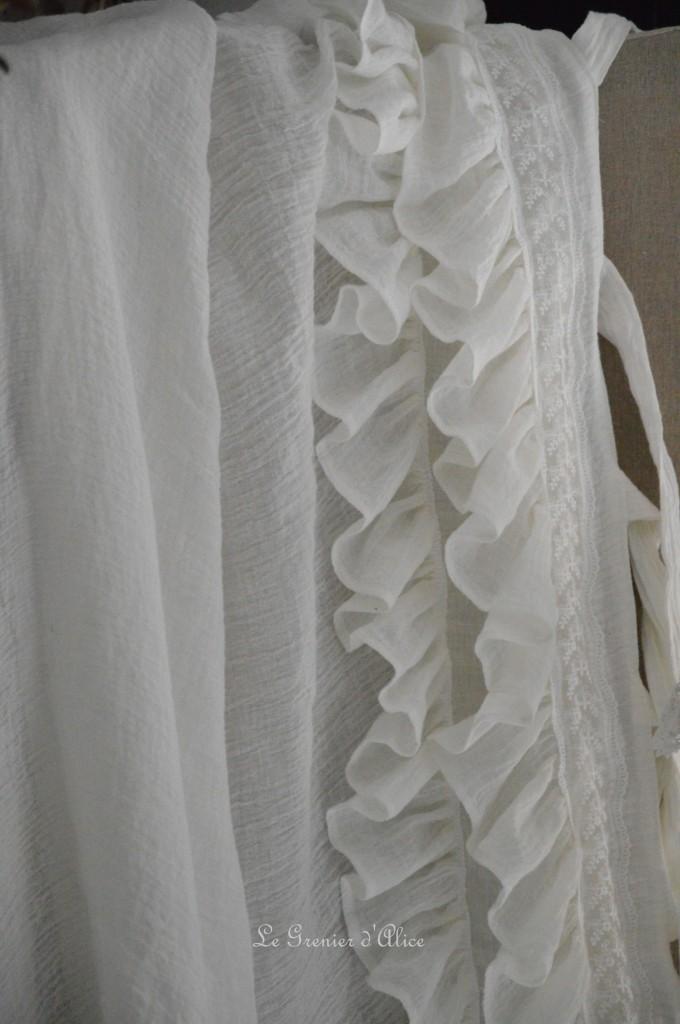 Rideau shabby chic le grenier dalice rideau romantique en voile de lin ivoire volant froufrou dentelle brodée nouette rideau de charme romantic and shabby curtain 1
