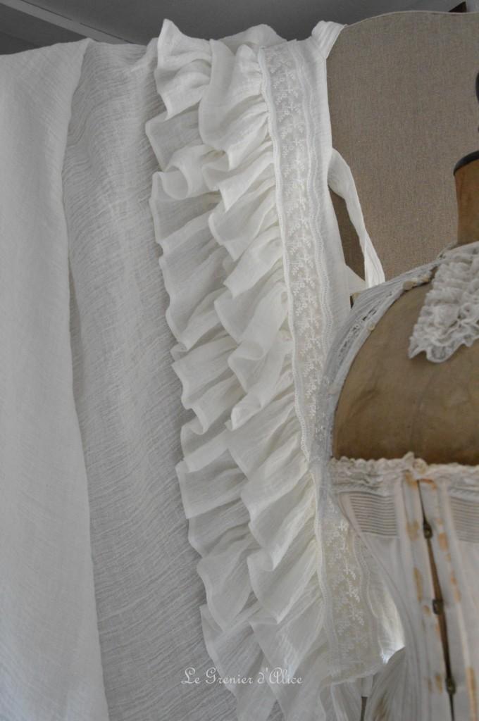 Rideau shabby chic le grenier dalice rideau romantique en voile de lin ivoire volant froufrou dentelle brodée nouette rideau de charme romantic and shabby curtain 3
