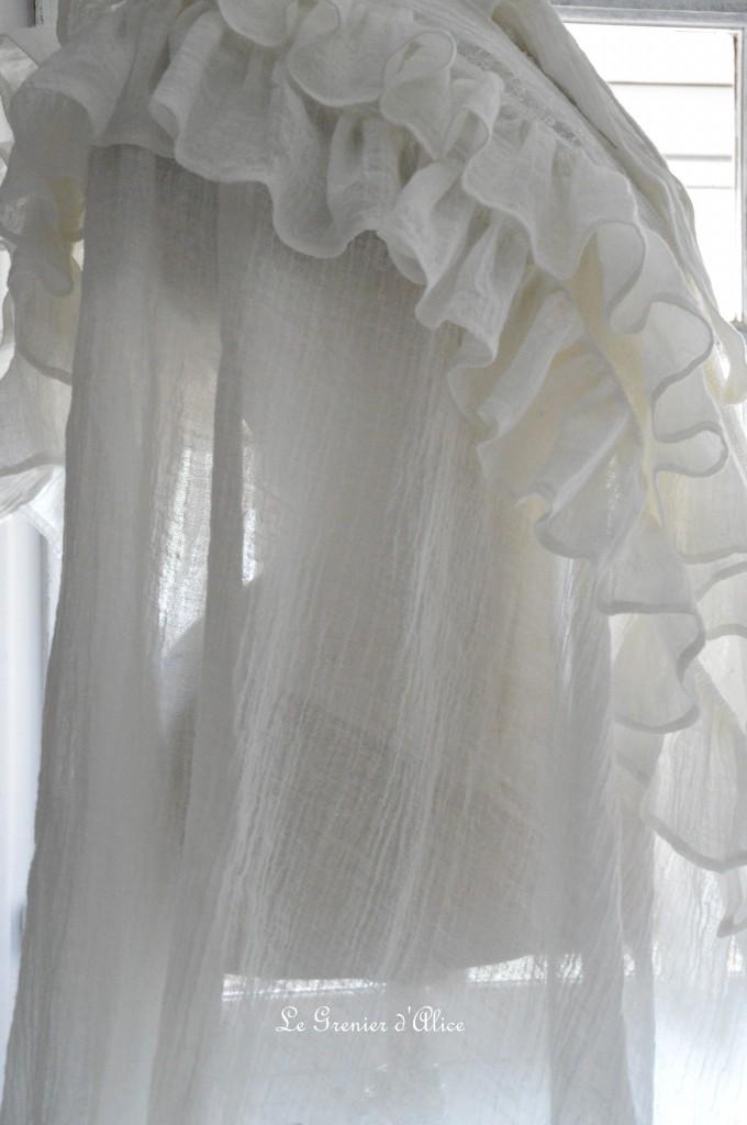 Rideau shabby chic le grenier dalice rideau romantique en voile de lin ivoire volant froufrou dentelle brodée nouette rideau de charme romantic and shabby curtain 4