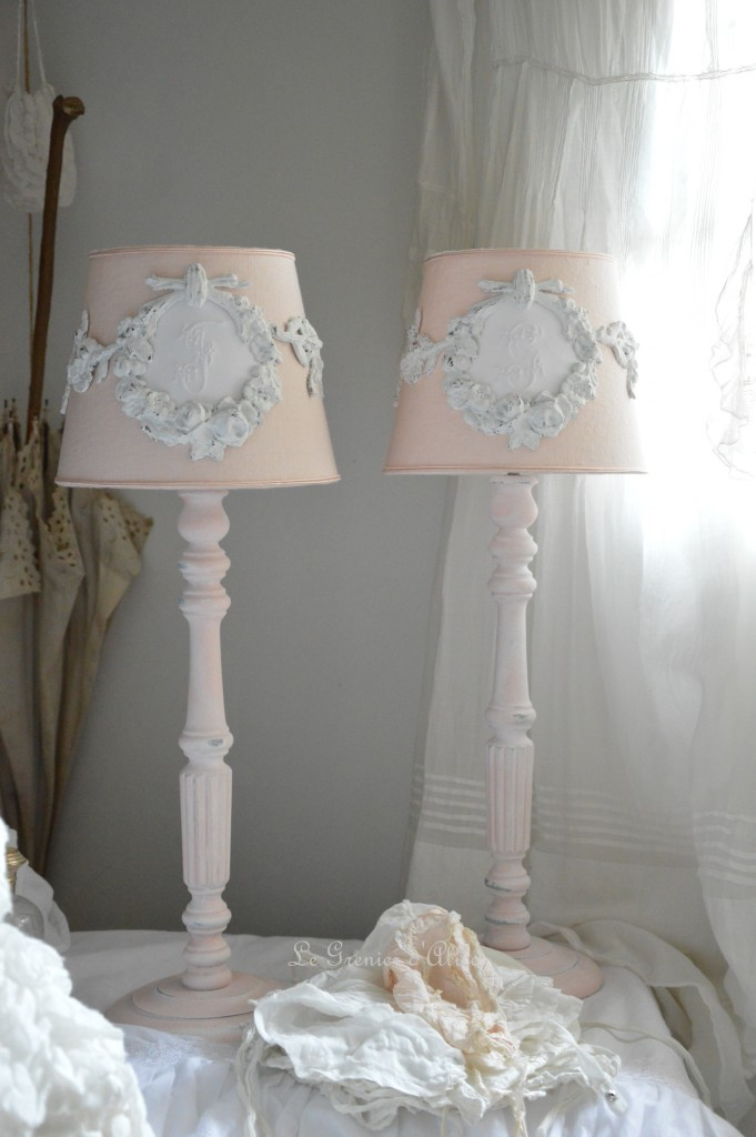 Le grenier d 39 alice shabby chic et romantique french decor for Lampadaire style shabby