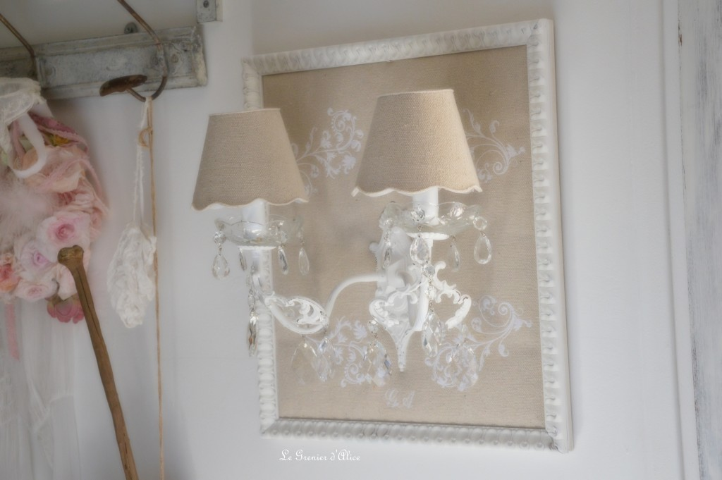Le grenier d 39 alice shabby chic et romantique french decor for Lampe de chevet en cristal