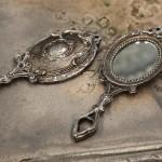 Face à main romantique et shabby chic miroir de poche style ancien argenté avec monogramme ornement face à main coiffeuse decoration de charme