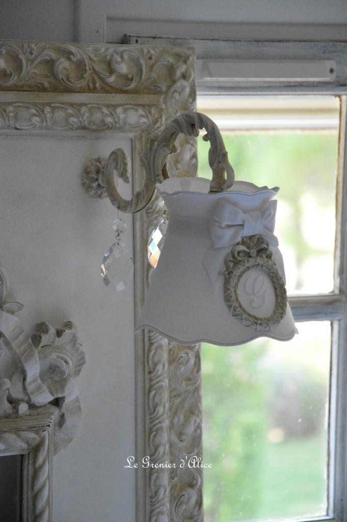 Miroir cadre moulure ornement patine lin branche applique pampille abat jour monogramme brodé a collerette forme gustavien miroir shabby chic romantique charme cosy french decor 3