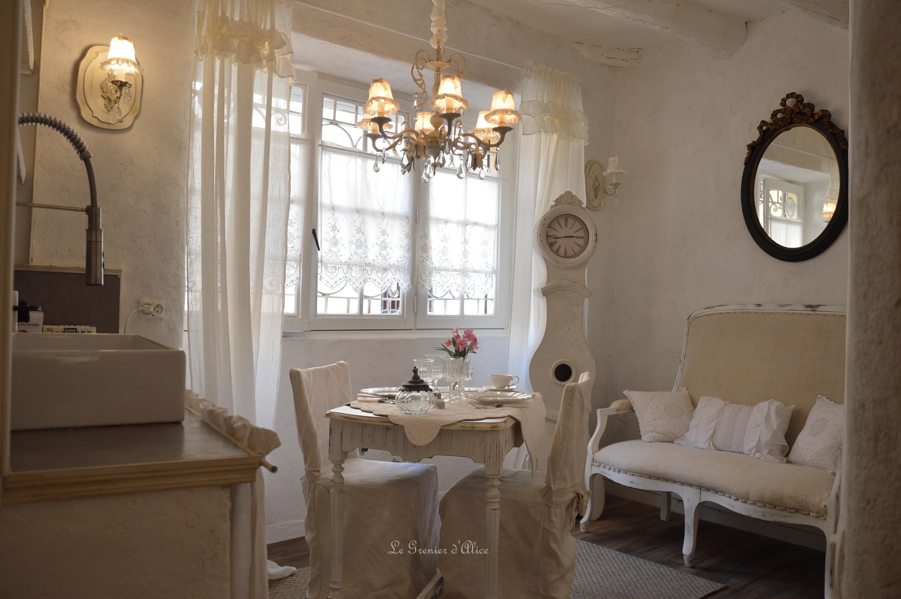 salon cuisine shabby chic et romantique centre historique aix en provence airbnb location meubl. Black Bedroom Furniture Sets. Home Design Ideas