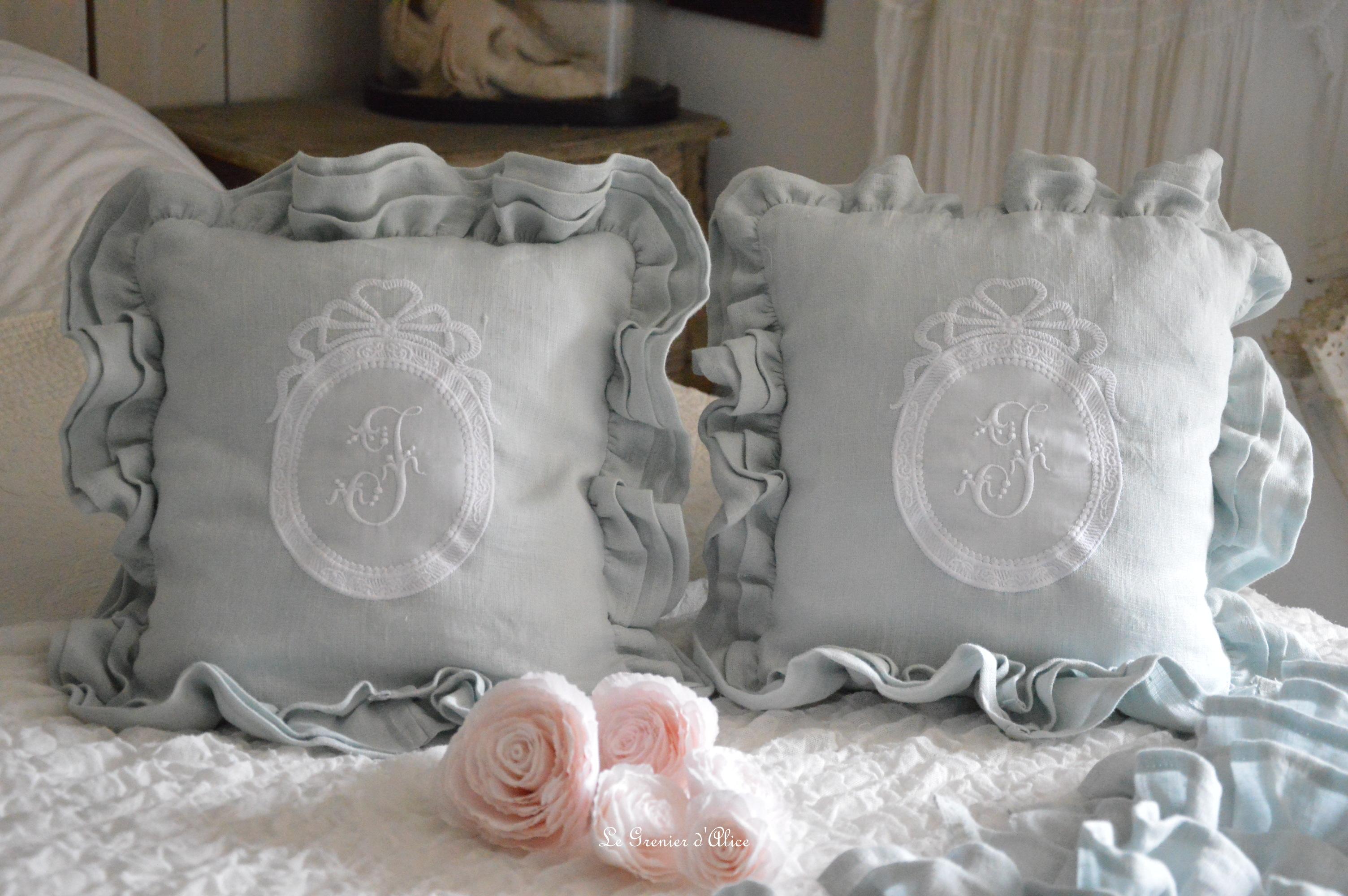 Bout de lit jeté de lit bout de pied shabby chic romantique lin gris nordique gris gustavien volant froufrou ruffle linen création le grenier dalice 1