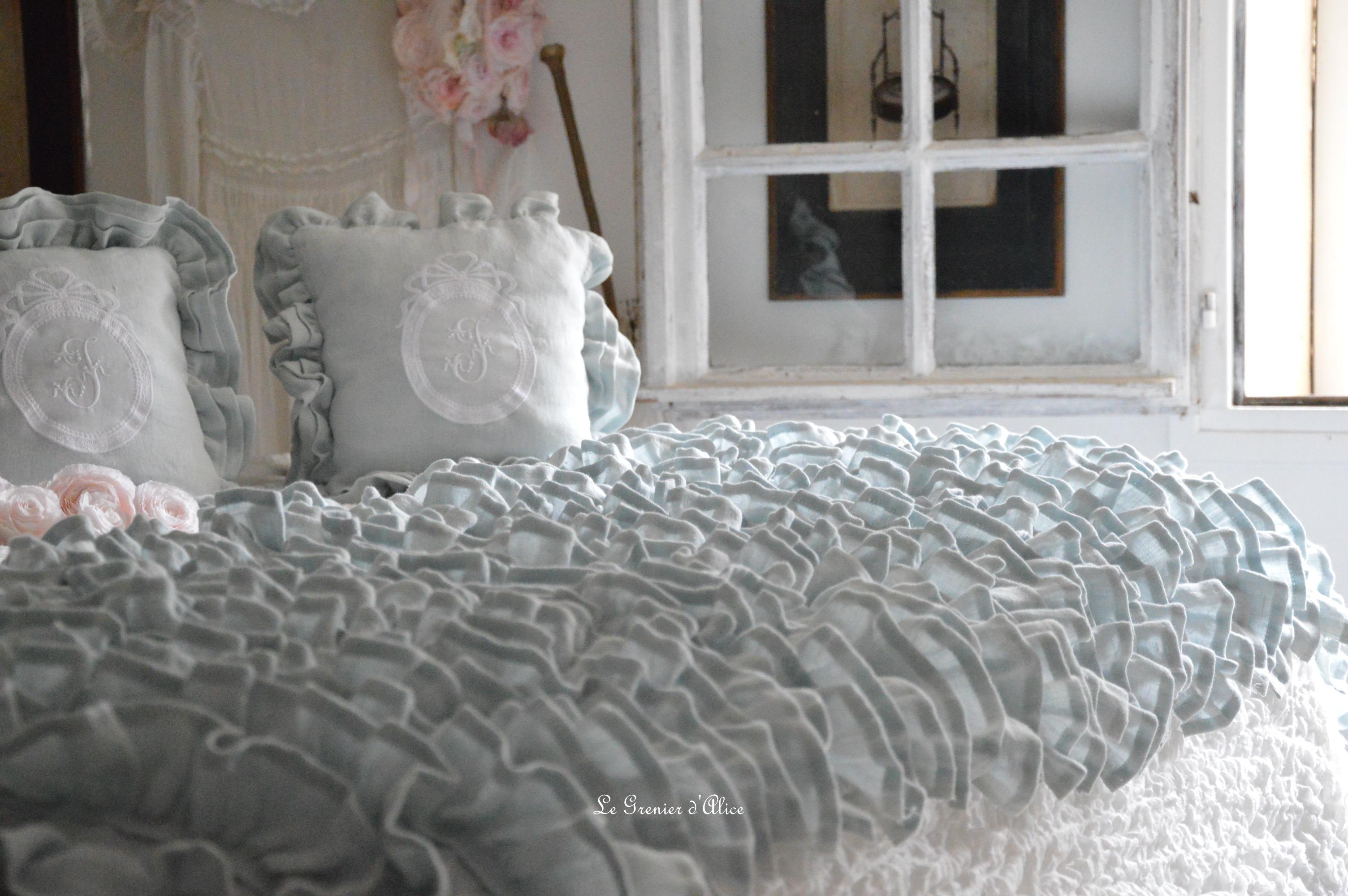 Bout de lit jeté de lit bout de pied shabby chic romantique lin gris nordique gris gustavien volant froufrou ruffle linen création le grenier dalice