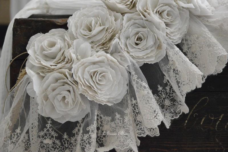 Guirlande rose papier crepon rose poudré couleur lin shabby chic romantique romantic rozen couronne rose dentelle voile mariée jute ruban 2
