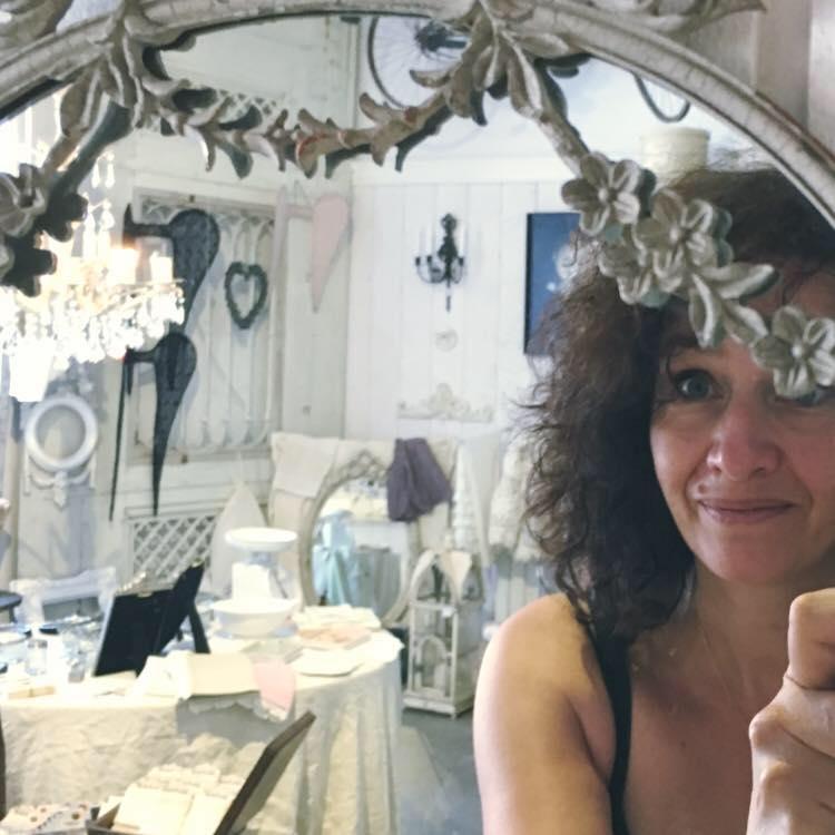Sophie Jacques créatrice Le Grenier dAlice objets romantiques et shabby chic