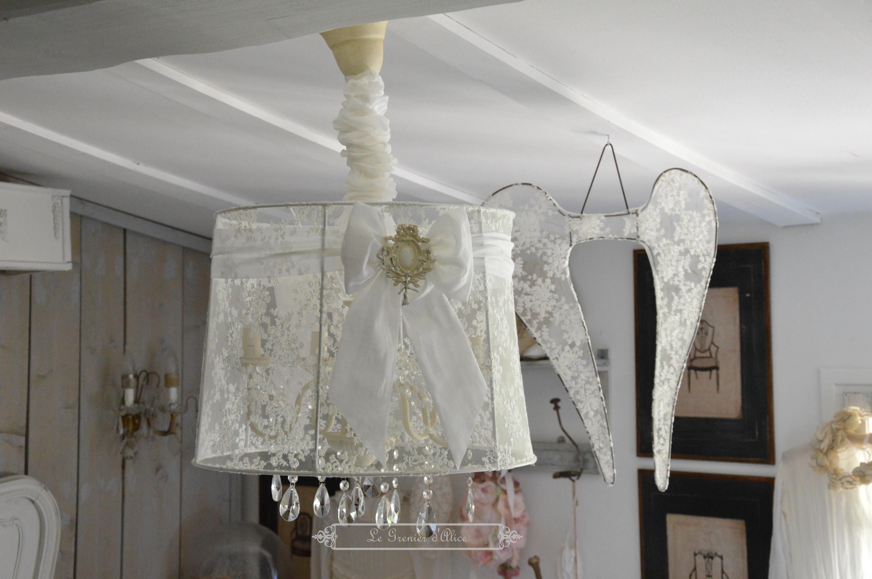 Suspension abat jour lustre aile d ange relooking tulle broderie voile de mariée organdi blanc romantique shabby chic vintage french decor nordique scandinave