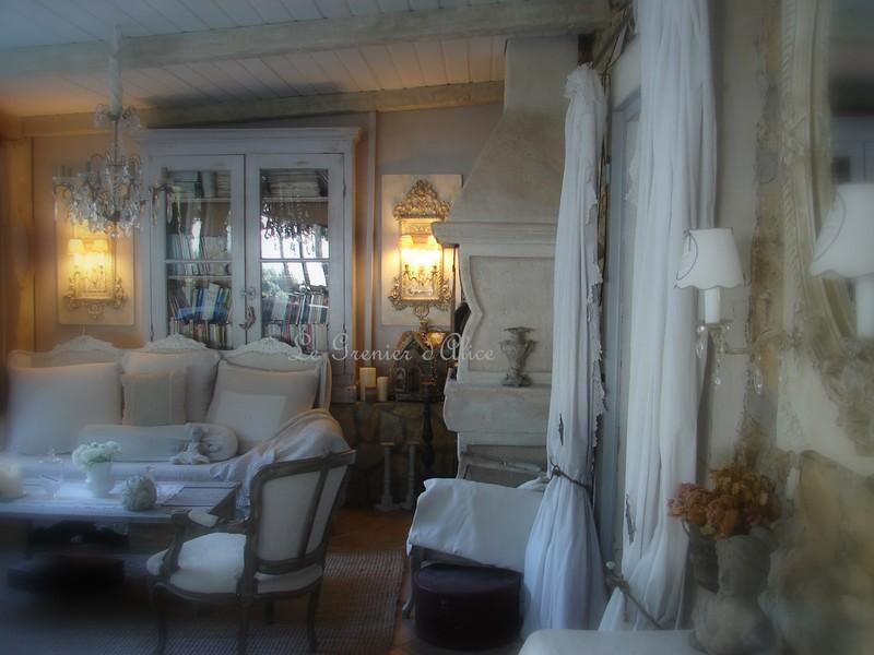 salle manger lustre pampilles appliques monogramme. Black Bedroom Furniture Sets. Home Design Ideas