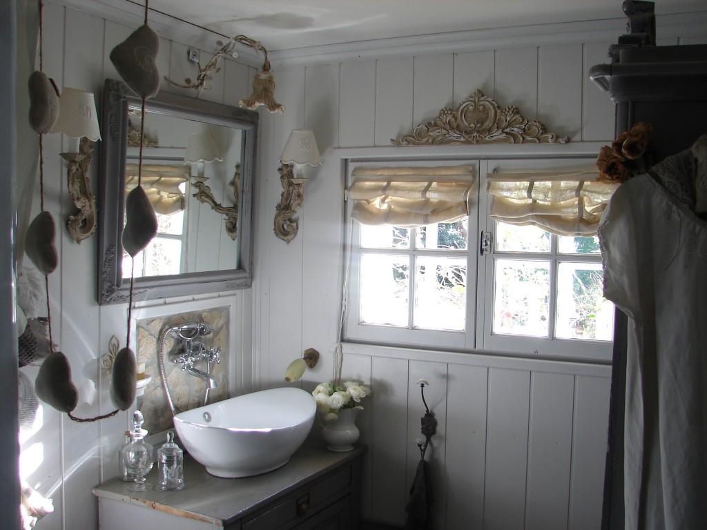 Salle de bains décoration de charme shabby le grenier dalice ...