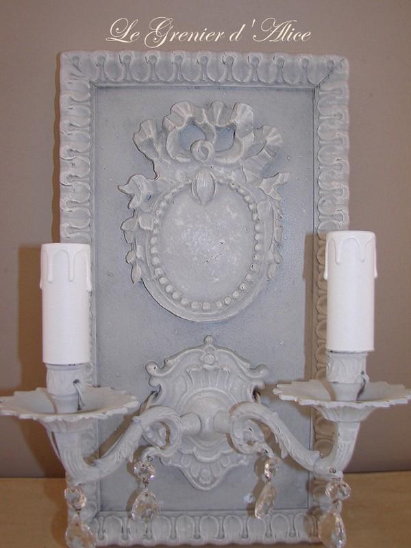 applique patin e cr ation originale ornement m daillon deux branches pampilles lectrifi e. Black Bedroom Furniture Sets. Home Design Ideas