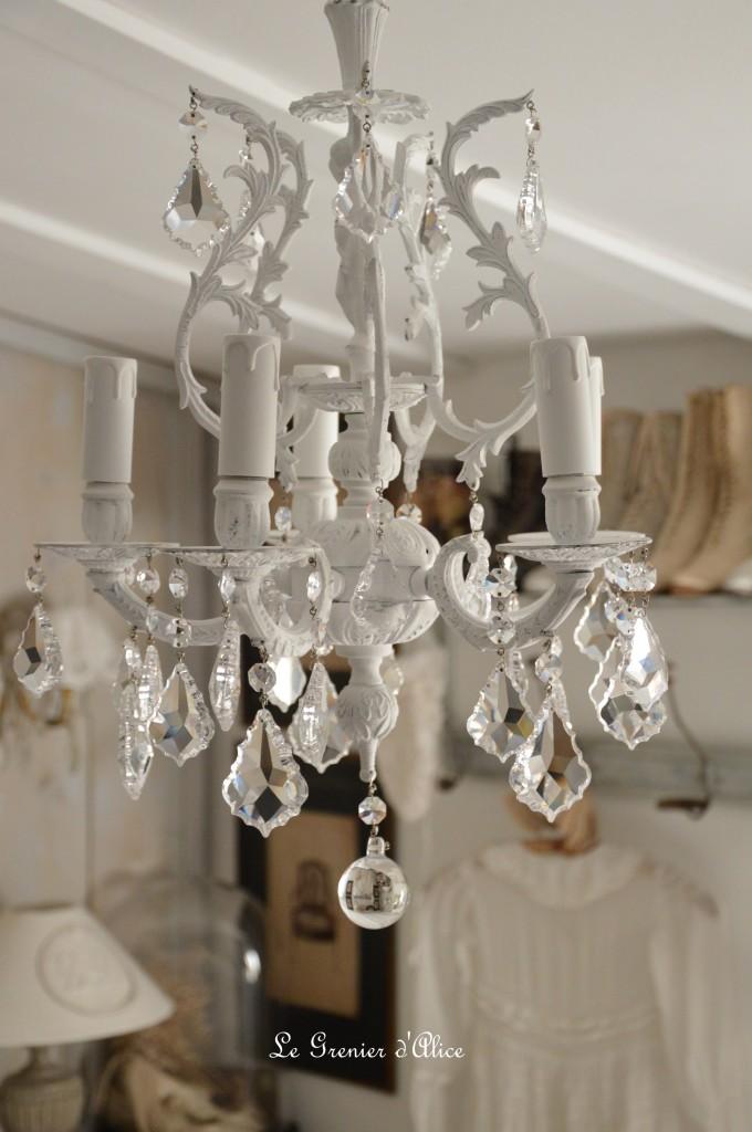 Lustre cinq branche patine blanche lustre shabby chic et romantique pampille cristal ange cherubin