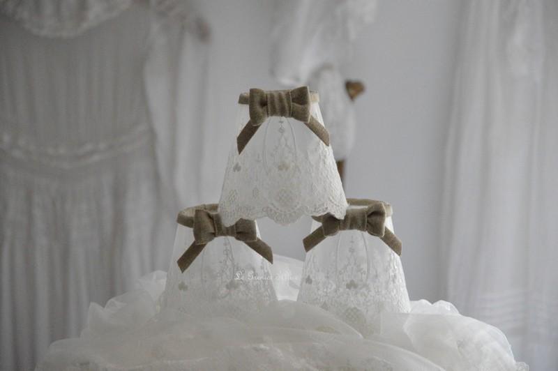 Abat jour shabby chic voile  dentelle blanc noeud rose poudré decoration nordique decoration romantique decoration de charme boutique le grenier dalice 2
