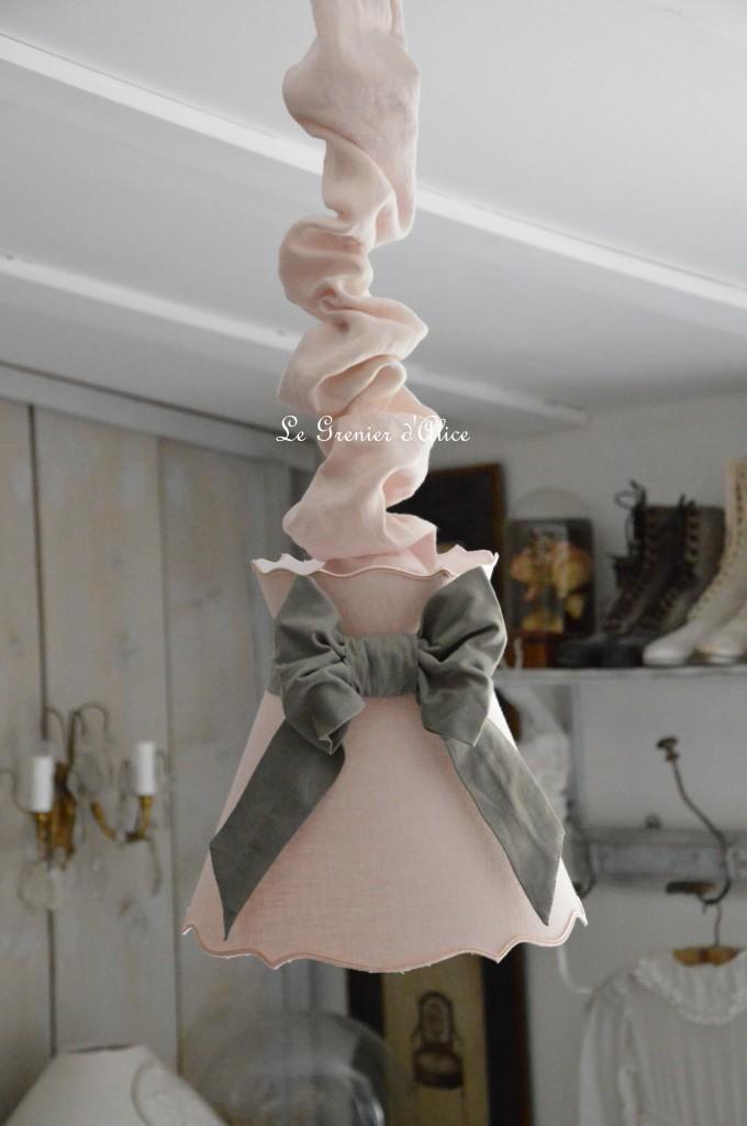 Abat jour forme gustavien, abat jour collerette, abat jour shabby chic romantique rose poudré gris lin stone washed lin lavé froissé shabby lamp-shade abat jour suspension 1