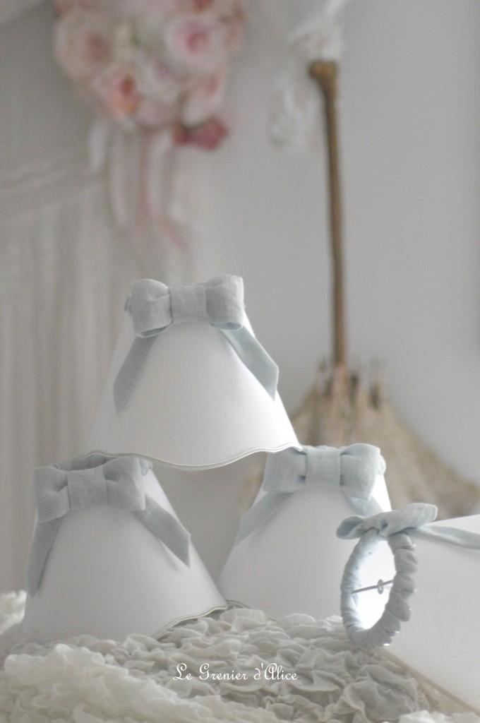 Abat jour shabby chic lin gris nordique gris gustavien gris bleuté drap blanc noeud festonné abat jour romantique romantic lampshade