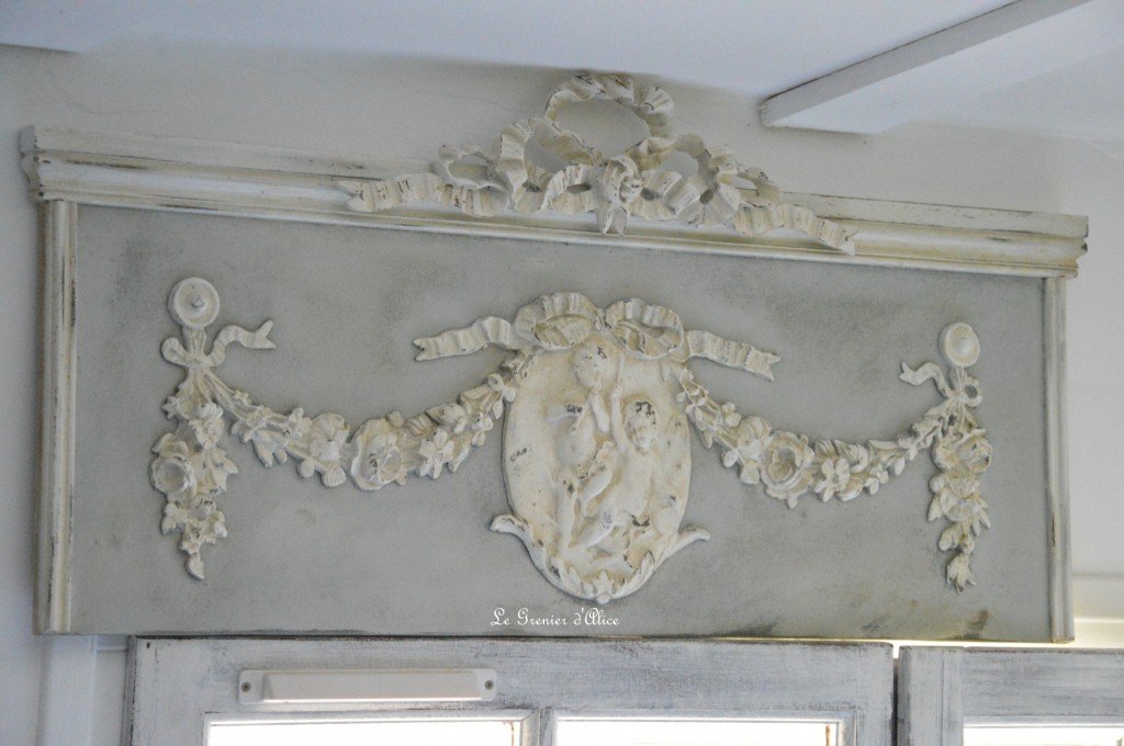 Fronton haut de porte patine vieillie patine ancienne patine gris gustavien shabby chic french decor style 18e decoration de charme decoration romantique chateau maison de maitre 1