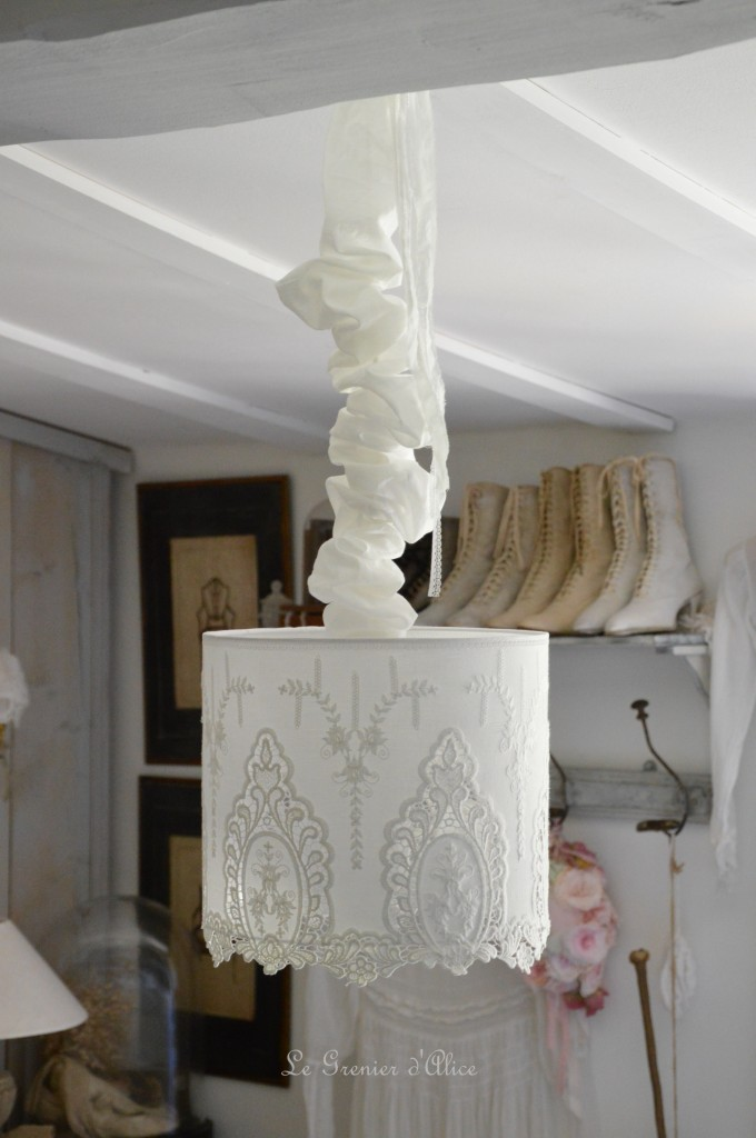 Suspension abat jour shabby chic romantique broderie dentelle blanche romantic lampshade french nordique inspiration french decor decoration de charme