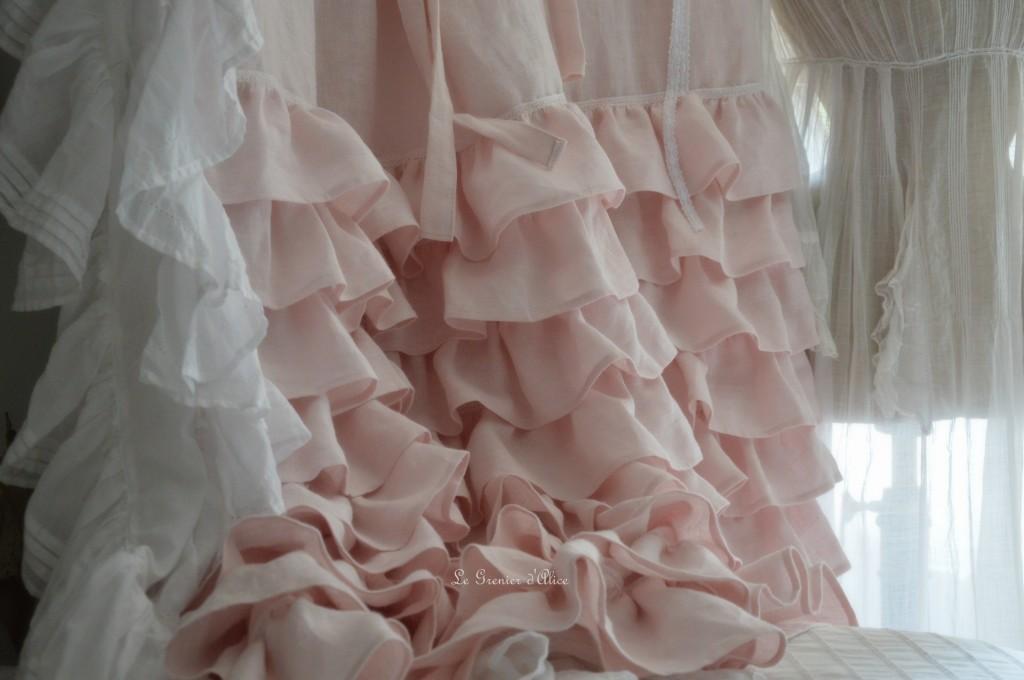 Rideau lin rose poudré volants ruffle rideau shabby chic couture shabby style rideau romantique guirlande rose papier crépon papier peint fleur papier le grenier dalice 2