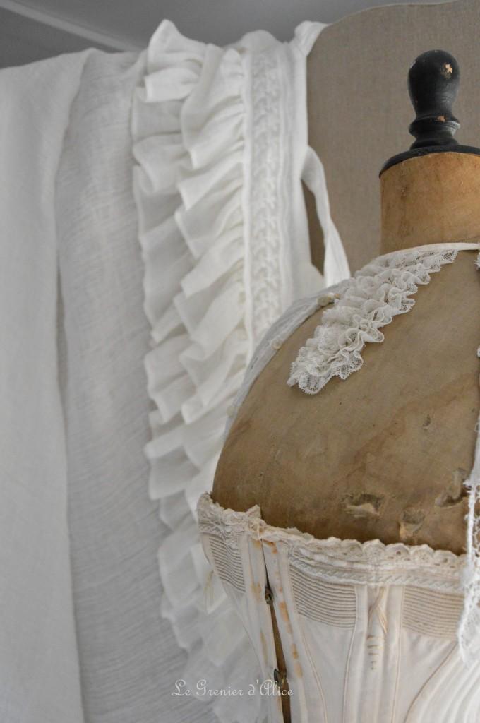 Rideau shabby chic le grenier dalice rideau romantique en voile de lin ivoire volant froufrou dentelle brodée nouette rideau de charme romantic and shabby curtain 2
