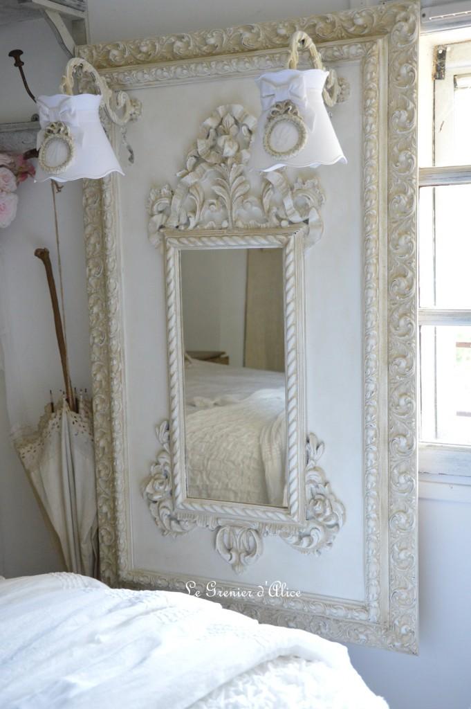 Miroir cadre moulure ornement patine lin branche applique pampille abat jour monogramme brodé a collerette forme gustavien miroir shabby chic romantique charme cosy french decor