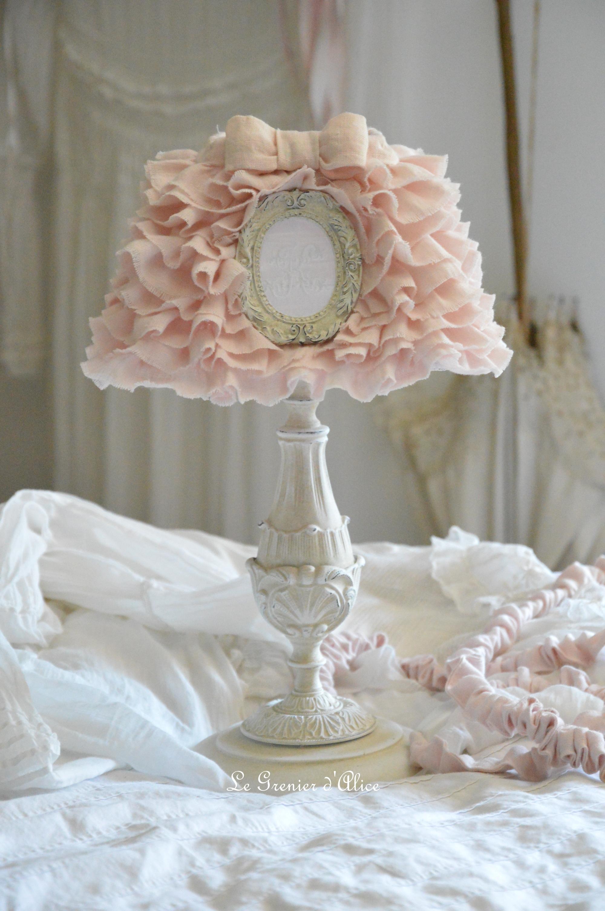 Lampe de chevet pied abat jour froufrou volant lin rose