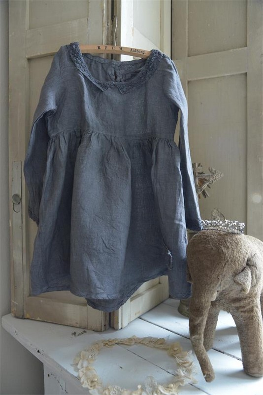 Robe en lin fin couleur jean marque Jeanne d Arc Living en vente chez Le Grenier d Alice decoration romantique shabby chic nordique vintage rétro