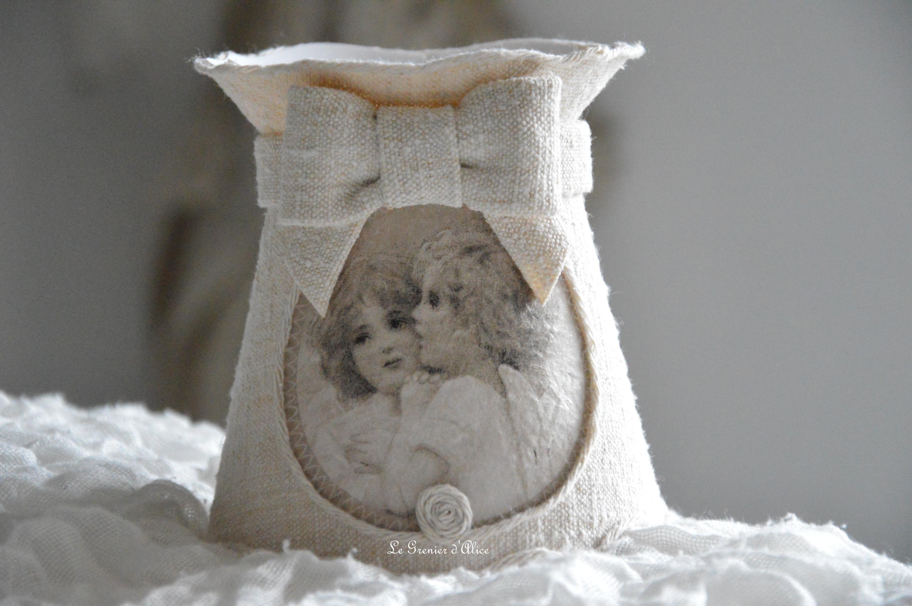 Abat jour romantique shabby chic chanvre ancien collerette médaillon ange cherubin abat jour forme gustavien romantic and shabby lampshade