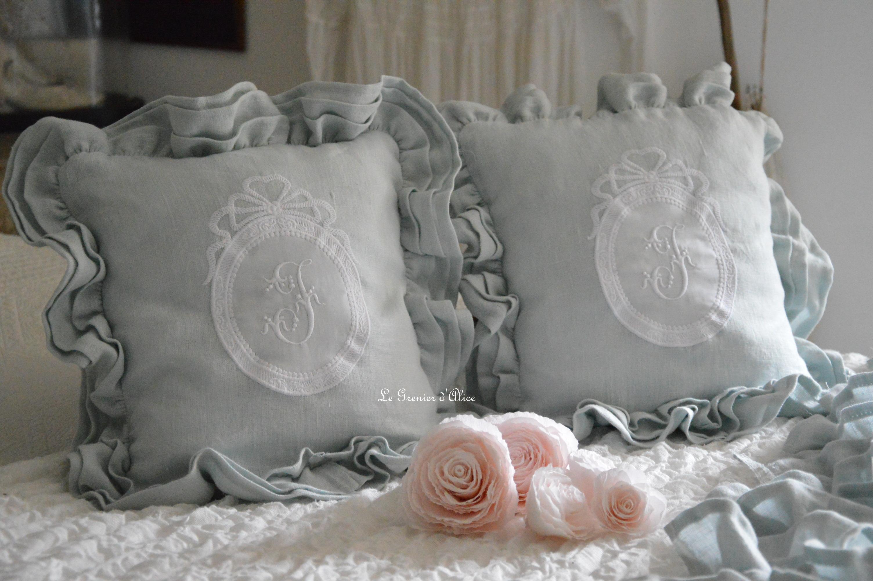 Bout de lit jeté de lit bout de pied shabby chic romantique lin gris nordique gris gustavien volant froufrou ruffle linen création le grenier dalice 2
